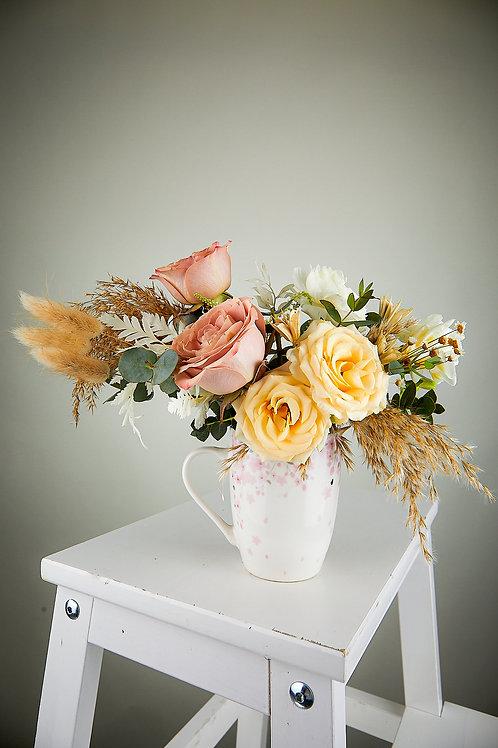 Aranjament floral în cană