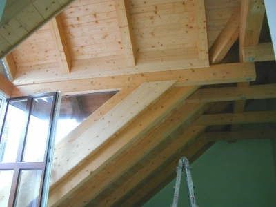 Sichtbarer Dachstuhl verschalt
