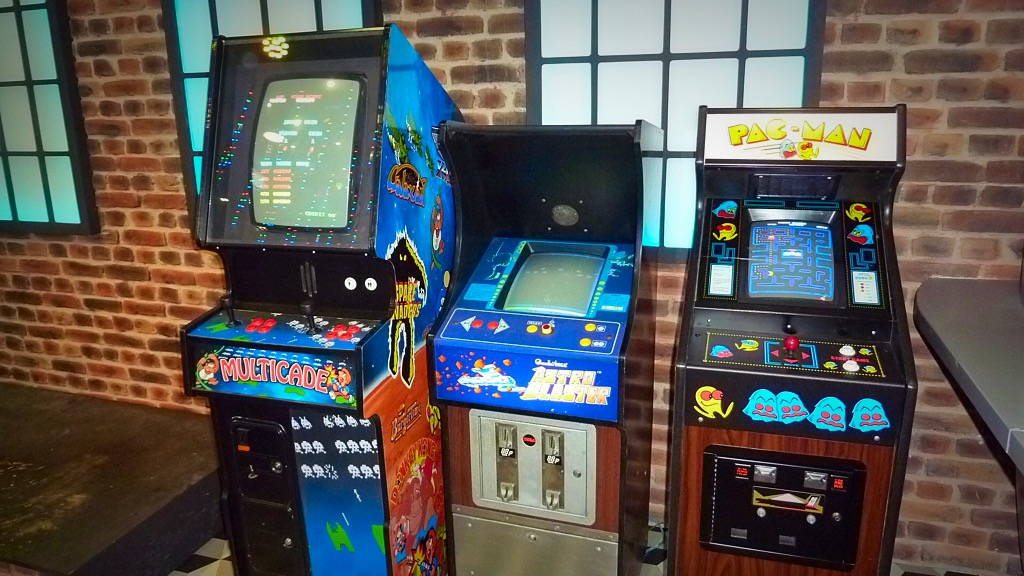 Pac-man, Astro Blaster, Multi-game
