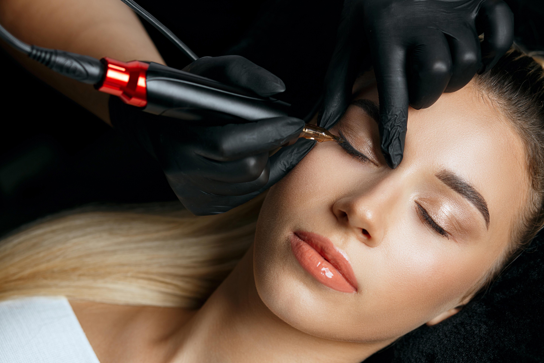 Digital Brows and Eyelash Enhancement