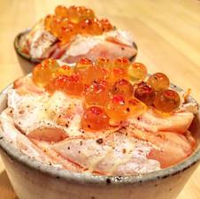 炙りサーモンと北海いくらの小鉢