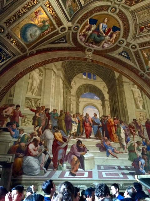 ラファエロの間にある「アテナイの学堂」。