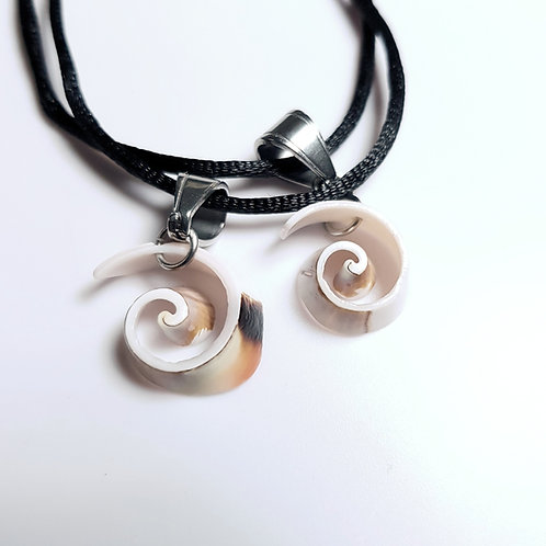 Curly Shell Pendant