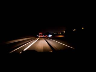 Artėja pavojingiausias metas važinėjantiems sutemus: akimirka kelyje gali kainuoti ir 10 tūkst. eurų