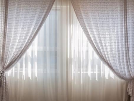Come lavare le tende senza stropicciarle: i 5 must di Acqua e Sole
