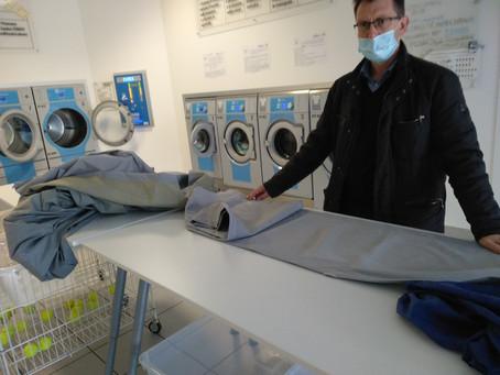 Come rimuovere la muffa dalle tende da sole e dai tessuti