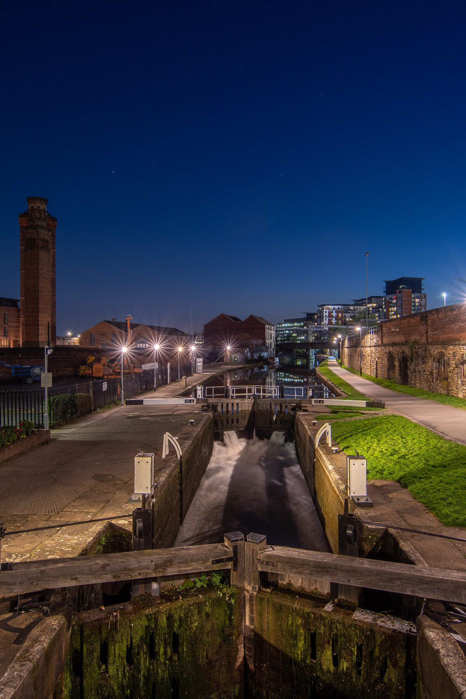 cityscape, bridgewater place, leeds liverpool canal, urban nightscape