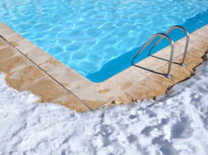 photodune-1766894-swimming-pool-in-winte