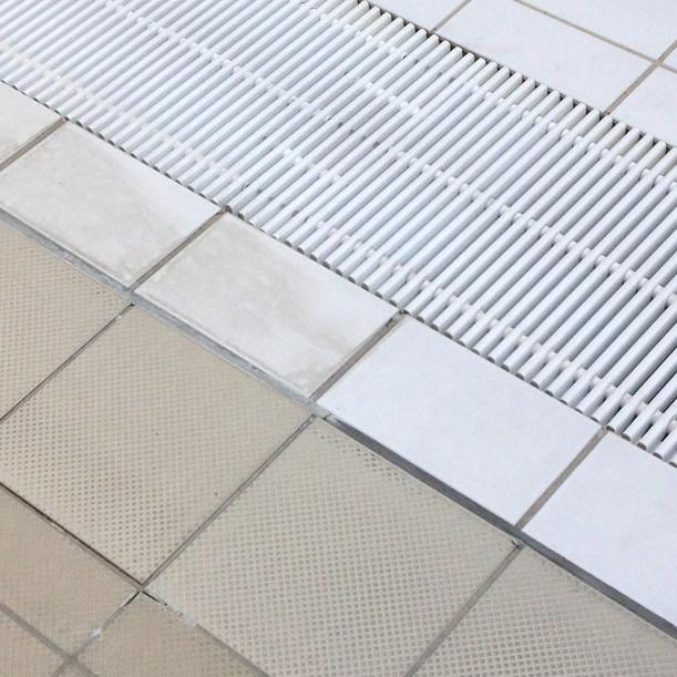 entretien_sol_carrelage_de_piscine.JPG