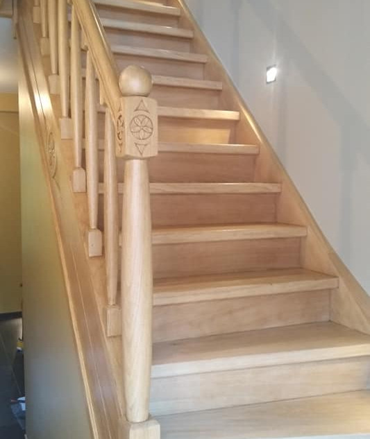 Escalier_bois_fini.jpg
