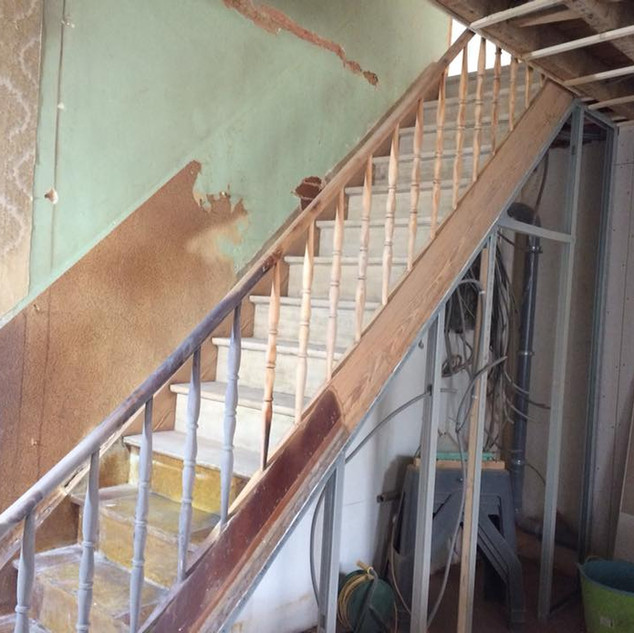 Escalier_bois_en_travaux.jpg