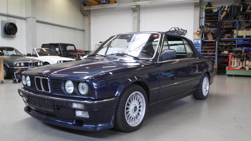 325i royalblaumet. 1987.jpg
