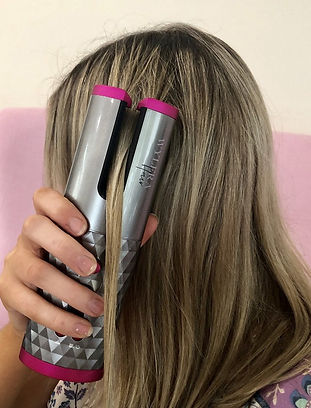 How to hold your Wylera wireless cordless hair curler Ireland