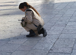 Soldier+at+Western+Wall