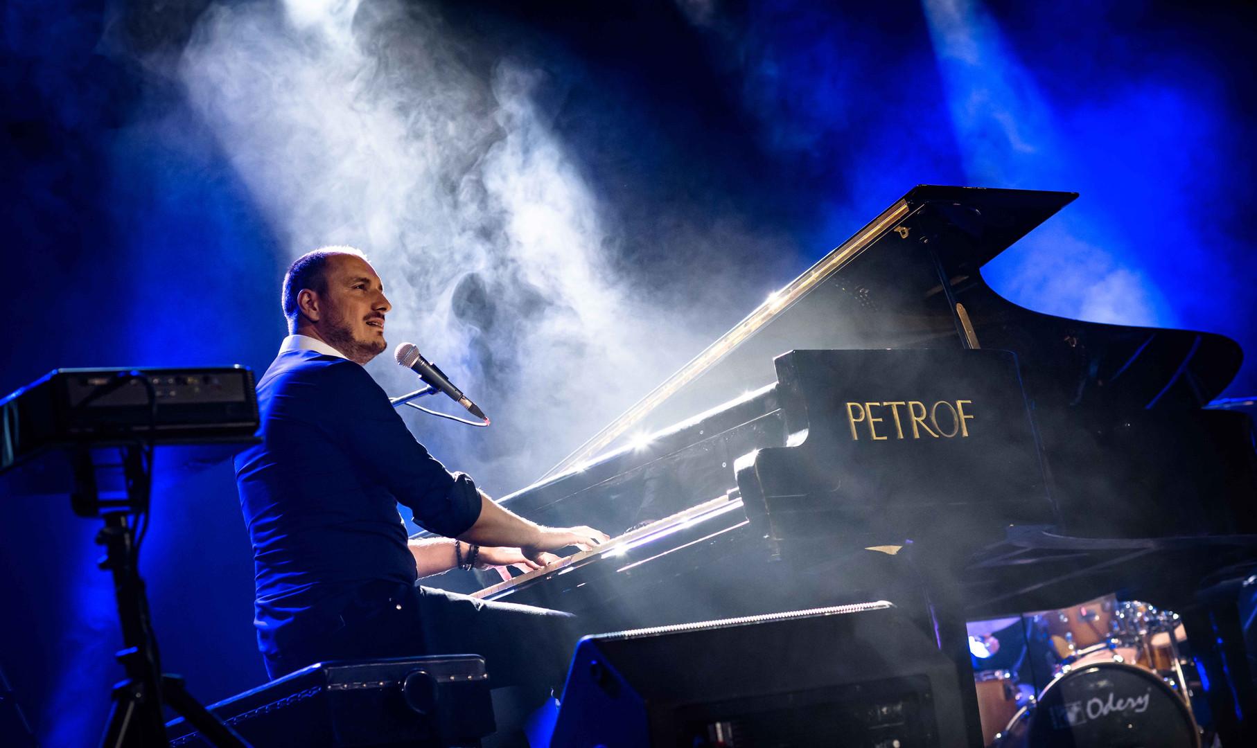 Jozef Hollý & Band Piano show_.jpg
