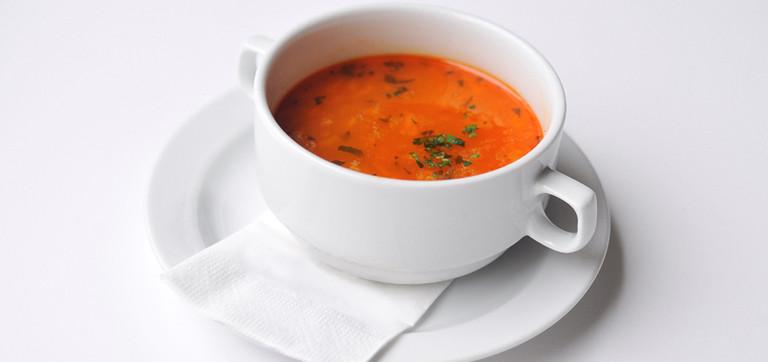 Karfiolová polievka so zemiakmi a sladkou paprikou