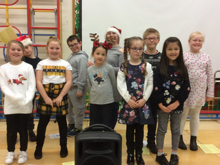 Singing Club Get Into The Christmas Spirit