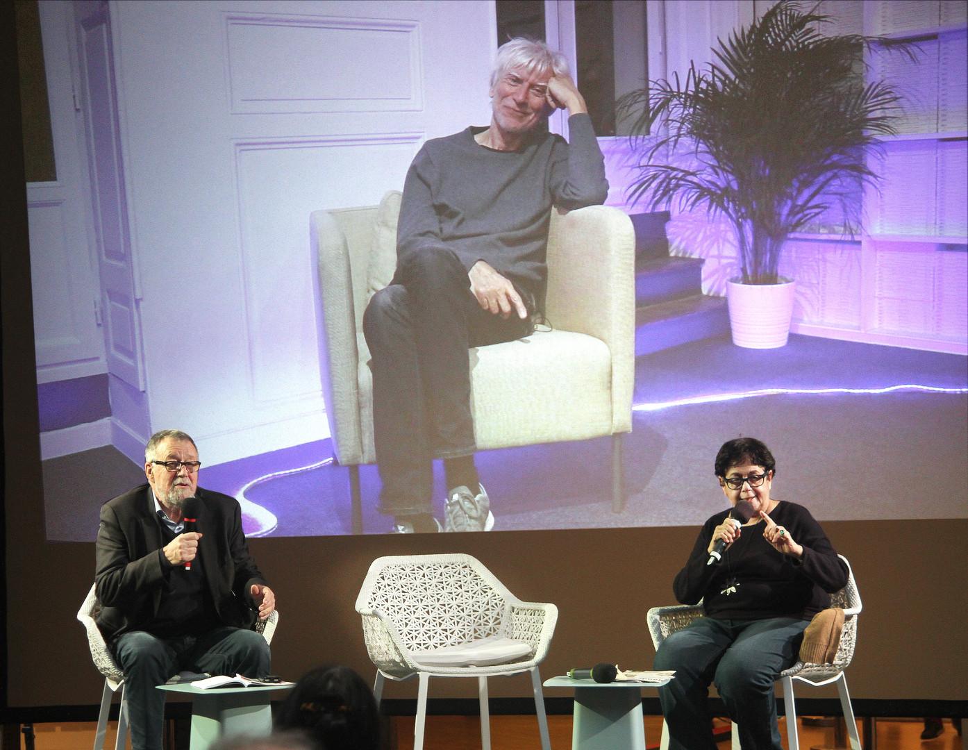 Gilbert Thiel, Philippe Duclos (écran) et Caroles Desbarats