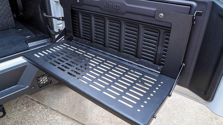 Dee Zee 18-20 Jeep Wrangler Rear Door Work Bench