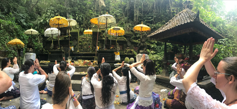 Bali_WholeGroup_TemplePrayer.jpg