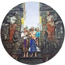 Bali_Family-TirtaEmpul-Circle.jpg