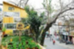 2-An-café-Dalat-Vietnam-1.jpg