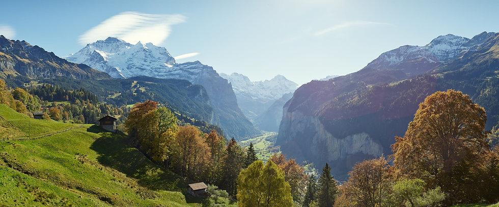 Wengen-Wengwald-Panorama-Jungfrau-Lauterbrunnen-Tal.jpg