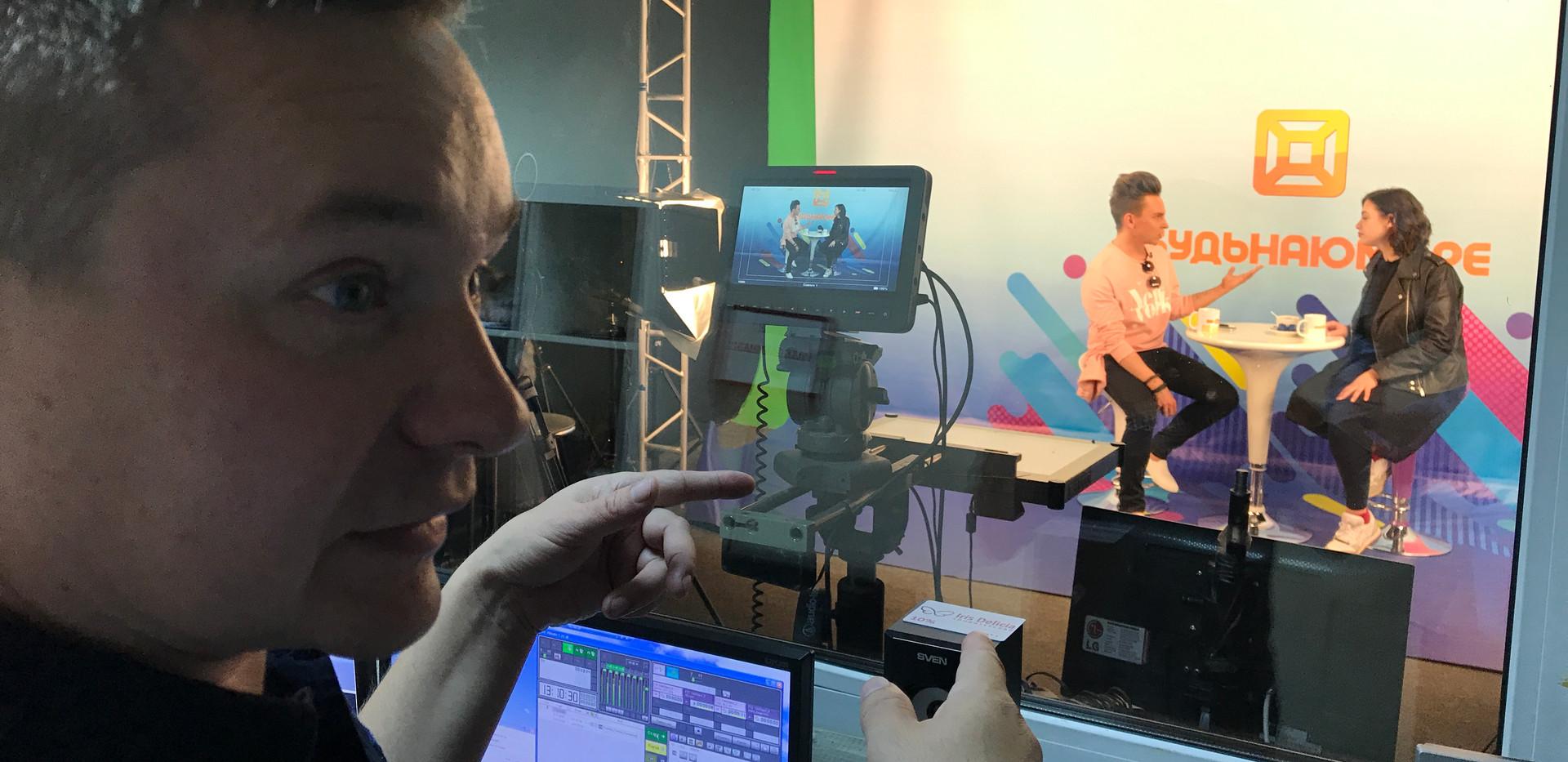 Roman Rossi im RMB-Fernsehstudio
