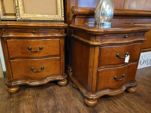 Set of 2 Nightstands