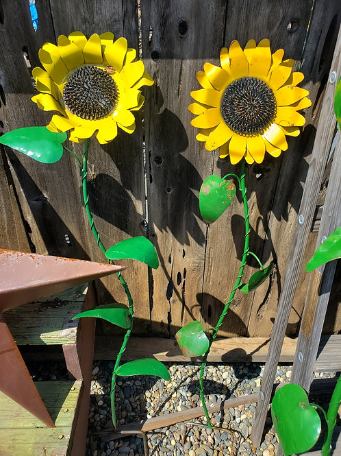 "50"" Tall Metal Sunflower Stake"