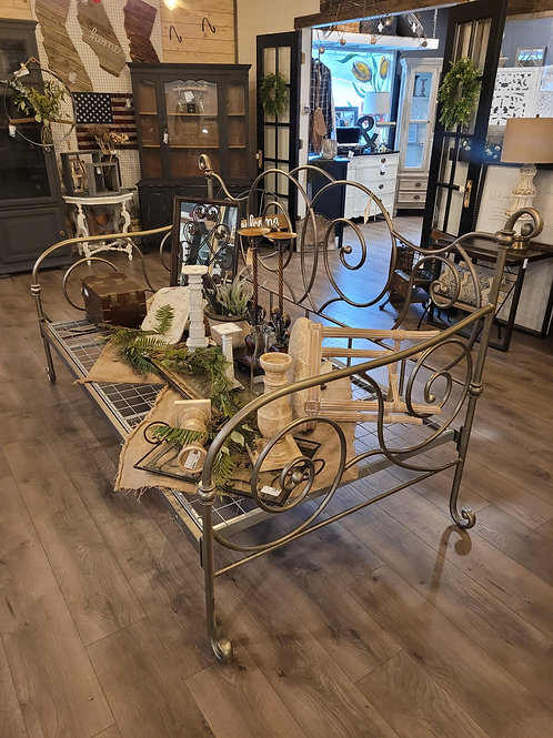 Silver Iron Daybed w/ trundle!