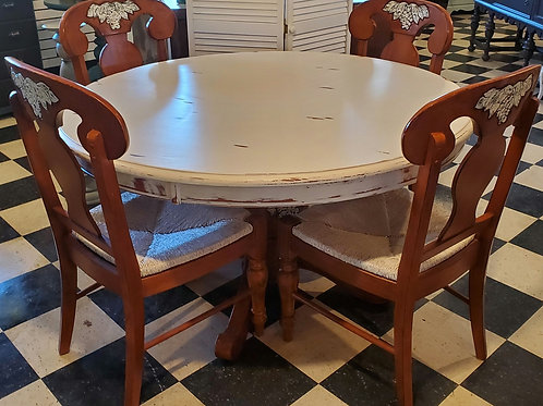 Beautiful Table & 4 Chairs