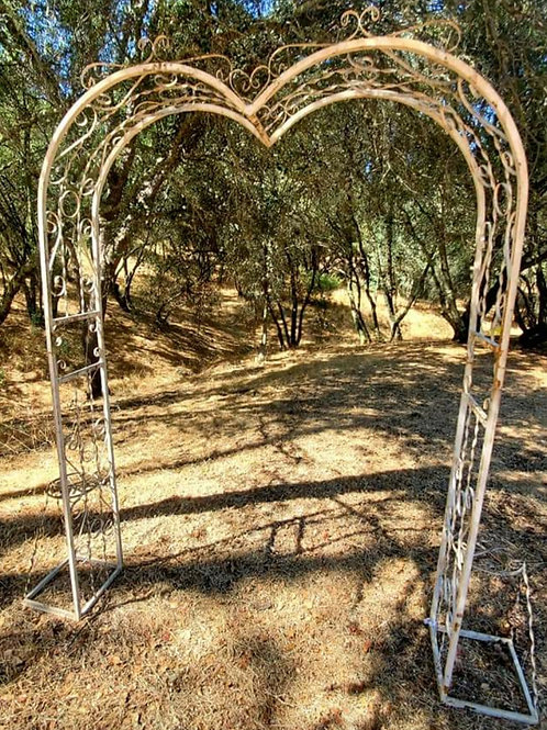 Metal Heart Arbor w/plant stands (White)