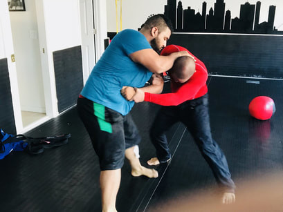 STREET VS. SPORT JIU-JITSU : WHAT'S THE DIFFERENCE AND HOW TO ADAPT