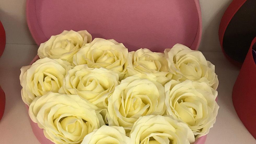 Сердце из декоративных роз