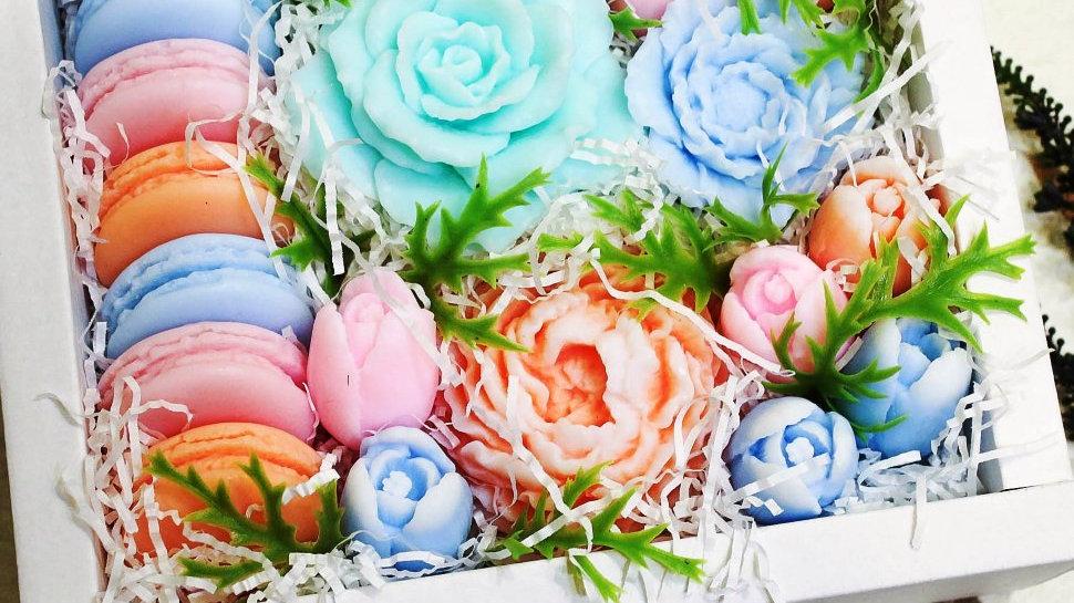 Набор мыльных цветов в подарочной коробке Сливочный букет