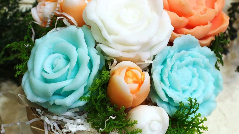 Букет цветов из мыла ручной работы в корзине Персиково-Бирюзовый
