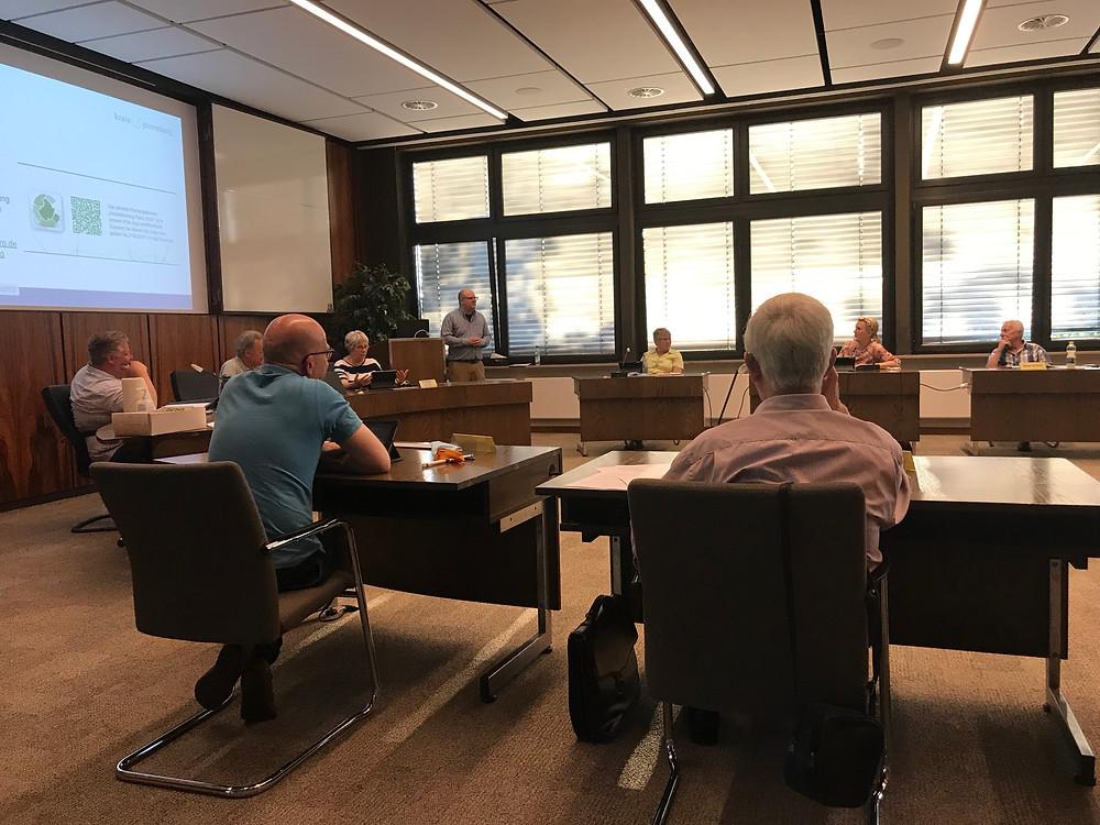 Herr Christoph Kennernecht berichtet dem Ausschuss