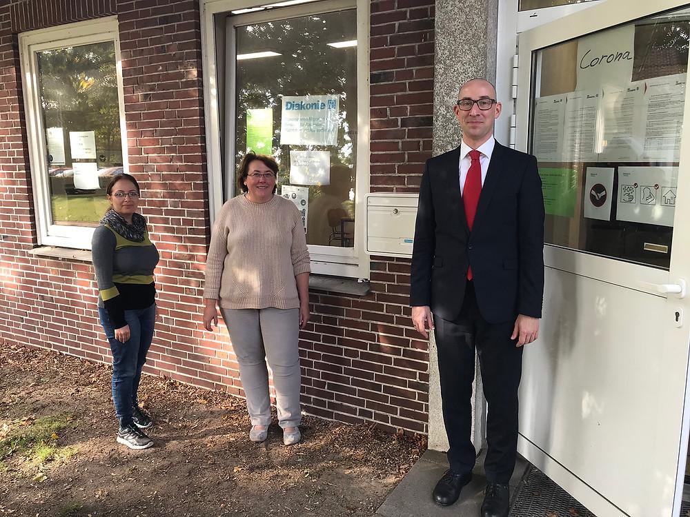 Frau Jina Alamsha und Frau Anita Biskup vom Diakonieverein Migration in ihrer Beratungsstelle in Uetersen