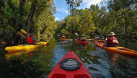 kayaking_58021358_1050x600.jpg