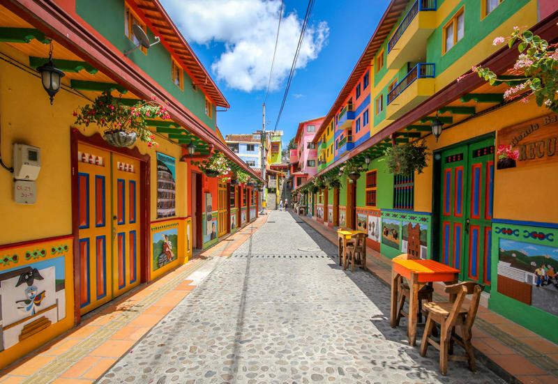 colorful-houses-guatape-colombia_oggetto