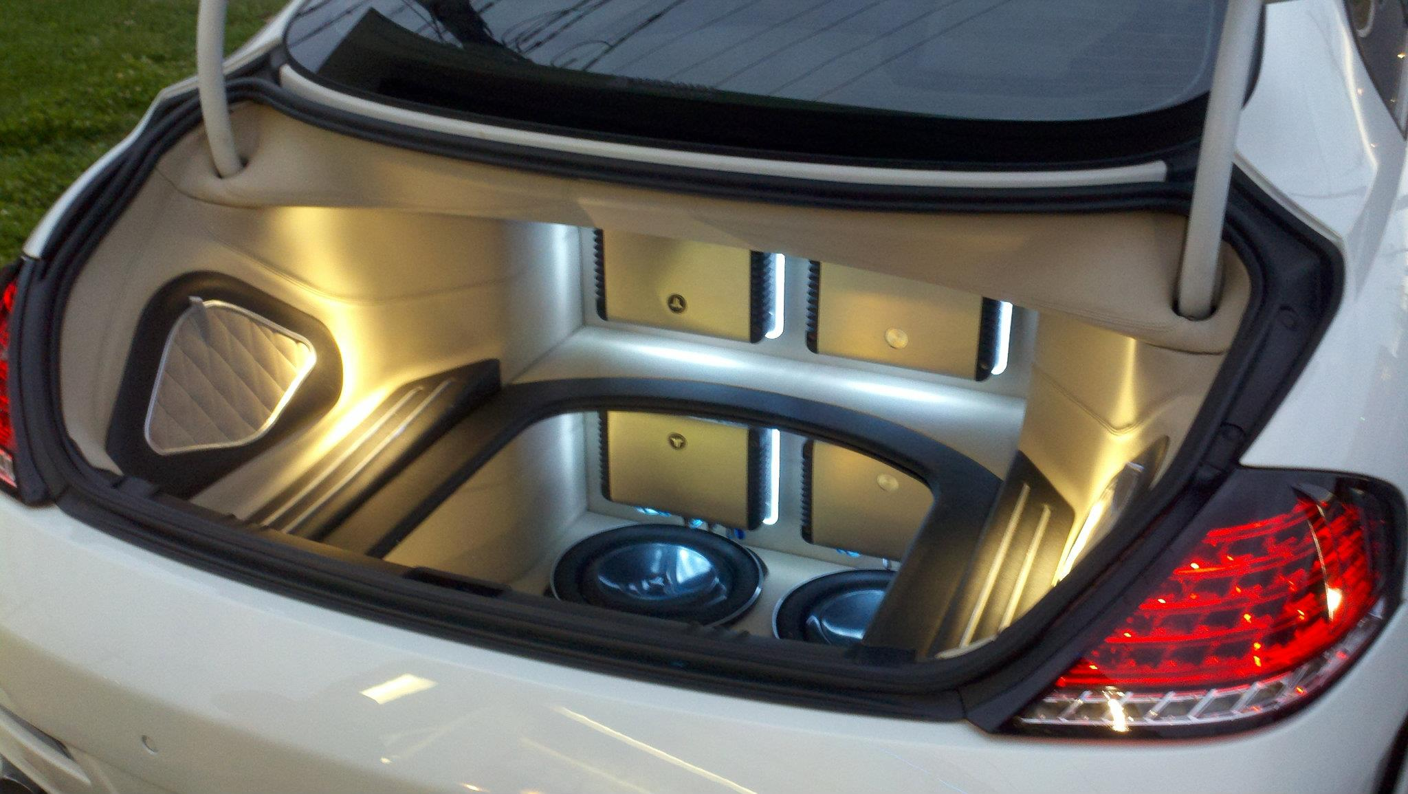 Custom_6Series_Trunk_Area