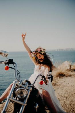 mariée rock dans les calanques de marseille roxane nicolas