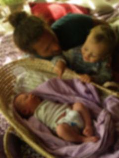 dar a luz en casa, dar a luz, parto en casa, parir en casa, matrona, partera, postparto, maternidad, autocuidado, cambio de vida, hacer equipo crianza, repartir tareas, organización, cuidar la pareja, post-parto