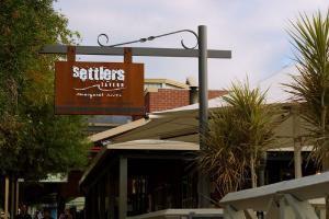 201204_settlers-tavern-4340-1.jpg