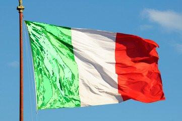 Quel verde pallido e sbiadito sul tricolore italiano