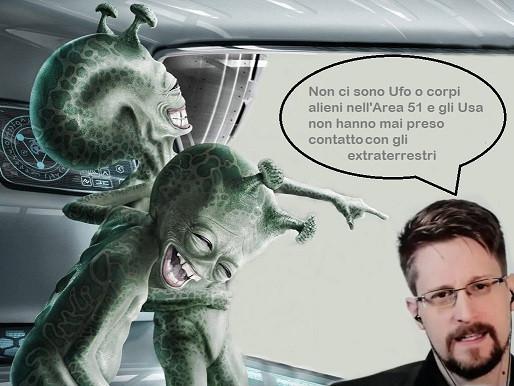 Edward Snowden: nell'Area 51 non ci sono alieni, ma l'11 settembre …