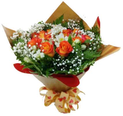 Buquê com 20 rosas laranjas,folhagem, astromélias,tango,gipson fila e papel dupla face