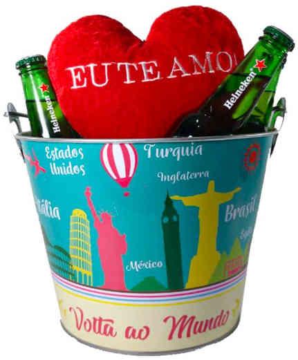 Dt 1212 balde com 08 cervejas Heineken 330ml + coração de pelúcia 15cm