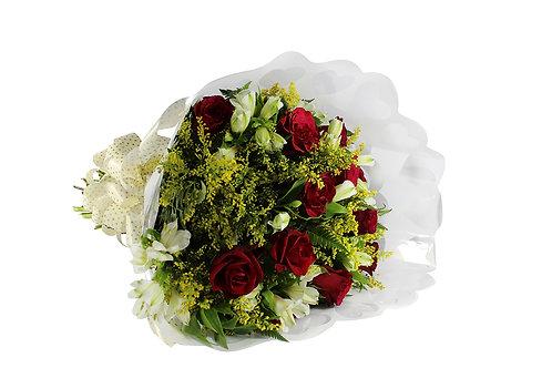 Buquê 12 Rosas com Astromélias